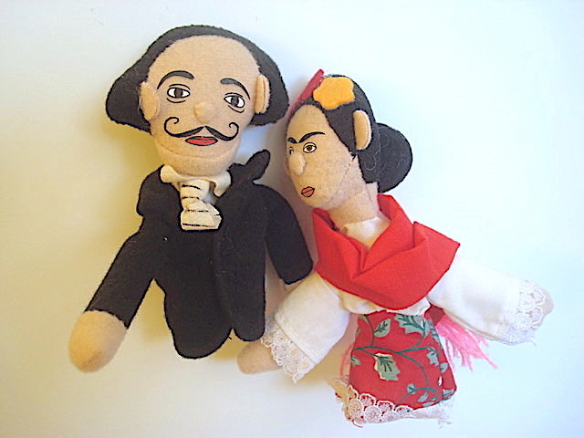 photo finger puppets salvador Dali and Frieda Kahlo